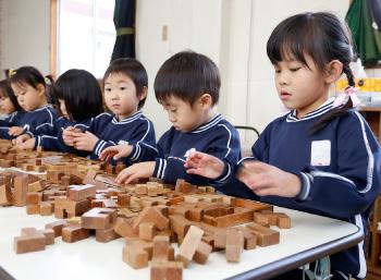 知能教室(積み木遊び)の様子